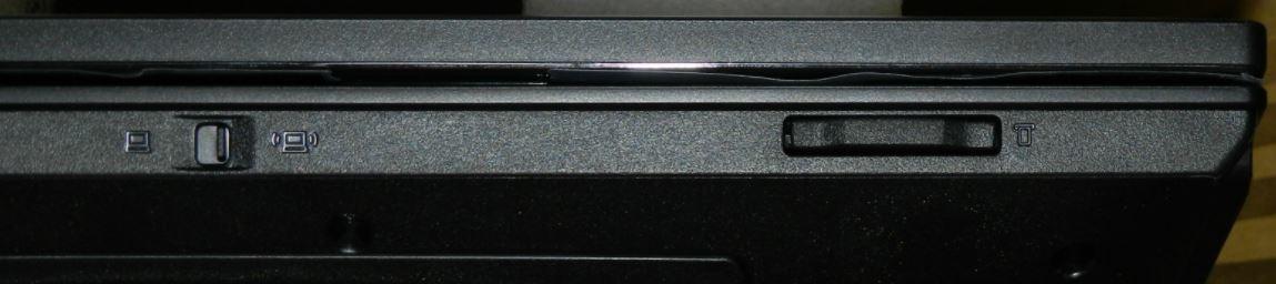 Спереди Lenovo B570e имеется кнопка для включенияwifi